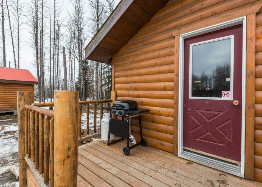 The Mustang Cabin rental in Pigeon Lake, central Alberta. Bear Creek Cabins.