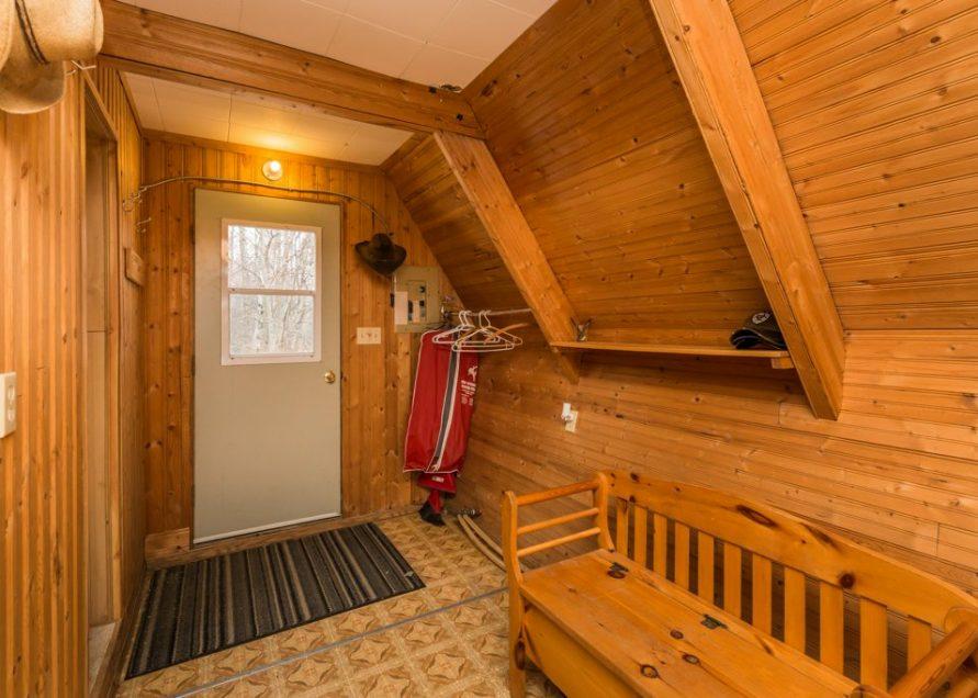 A Frame Cabin rentals in central Alberta, Cabin Rentals Pigeon Lake. Bear Creek Cabins.