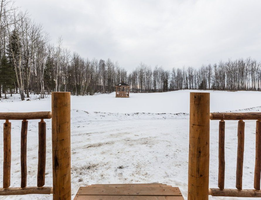 White Tail Cabin rentals in central Alberta. Bear Creek Cabins.