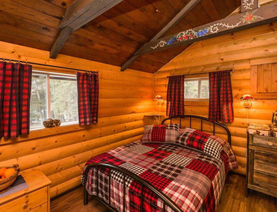 Teh Cottage Cabin rentals in central Alberta, Pigeon Lake. Bear Creek Cabins.